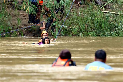 Floods, Landslides Kill at Least 9 People in Southern
