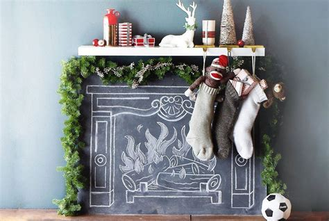 3 Easy Ways to Fake a Festive Fireplace Mantel for Christmas