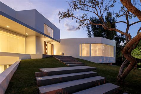 This Modern Pad Has a Drool-Worthy Underground Garage - Airows