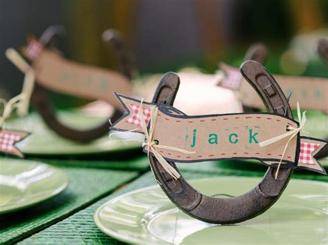 How to Make Horseshoe Place-Card Holders | how-tos | DIY