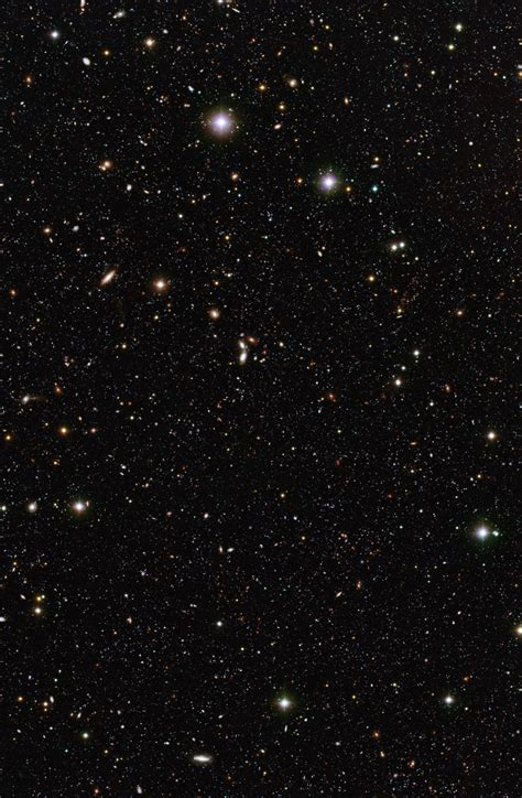 A pool of distant galaxies | ESO