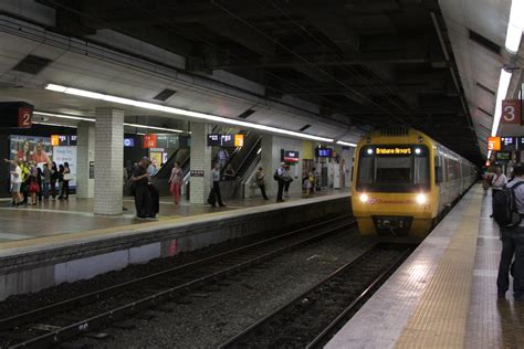 IMU121 arrives into Central station platform 3 with a