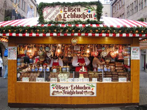 Christmas treats | Lebkuchen and fruit cakes at a stall in