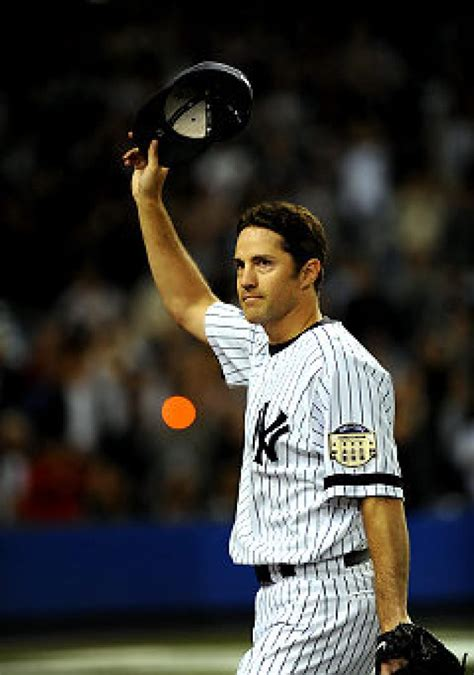 Mike Mussina wins last start at Stadium as Yankees beat