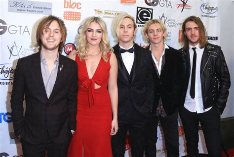 R5 Supports Riker Lynch As He Hosts World Choreography