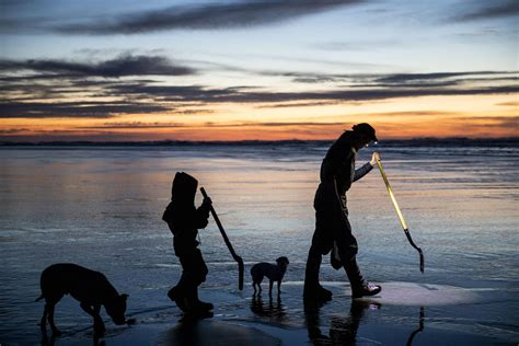 For WA's 'razor clam guy,' digging is a family affair