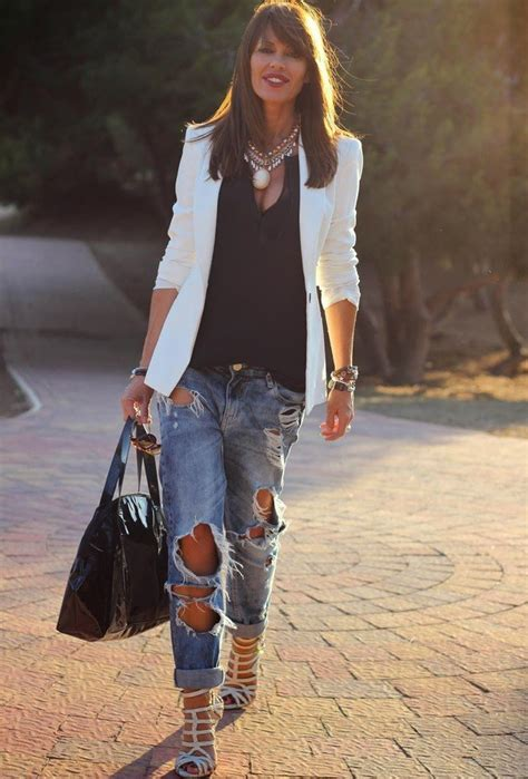 14 Ways to Wear Ripped Jeans and Look Chic and Elegant